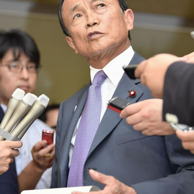 Deputy PM Aso retracts remark on Hitler's Holocaust motive photo