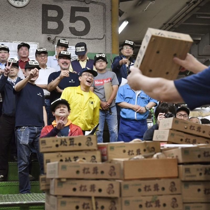 Tokyo's Tsukiji fish market ends 83 yrs of business for relocation photo