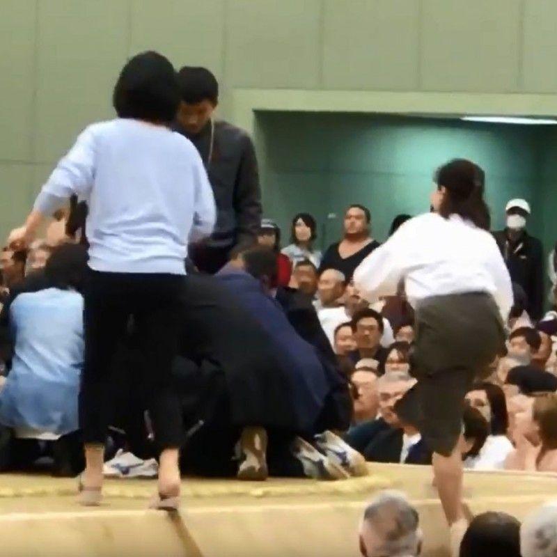 World media zero in on Japan's sumo discrimination furor photo