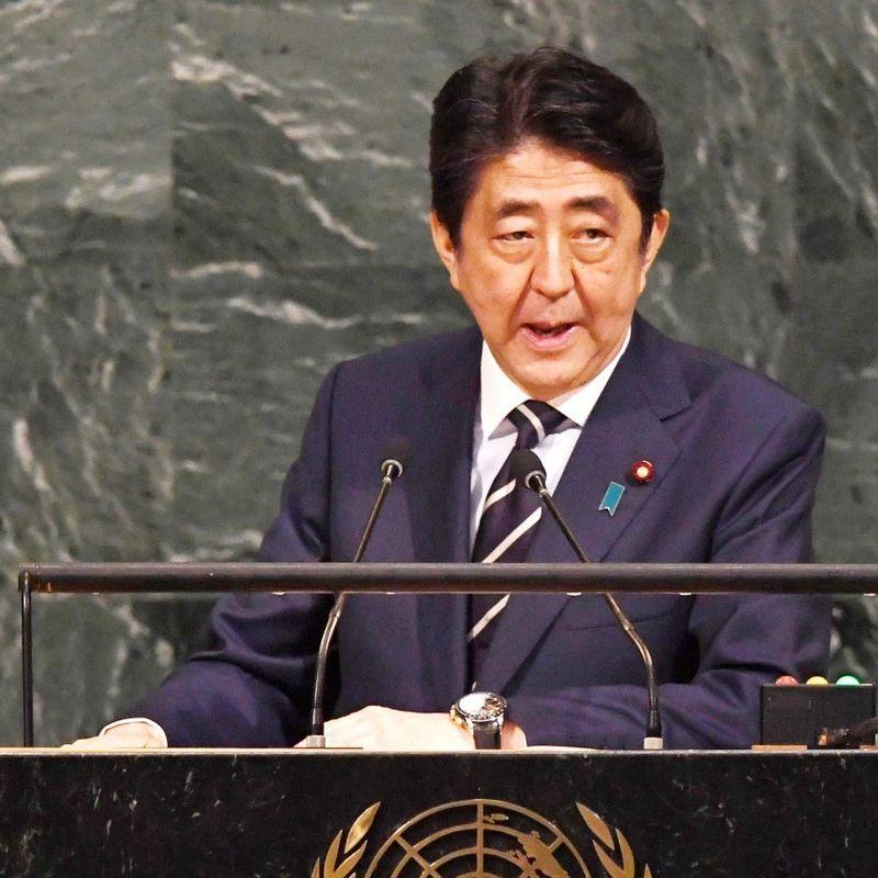 日本の安倍晋三官房長官は、 photo