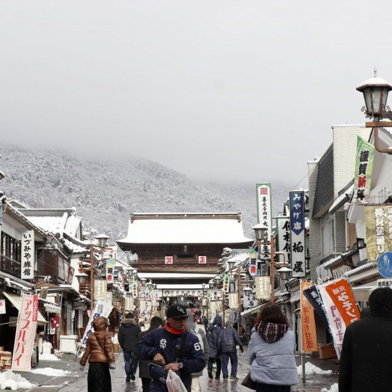 Heavy snow hits Nagano, Sea of Japan coast photo